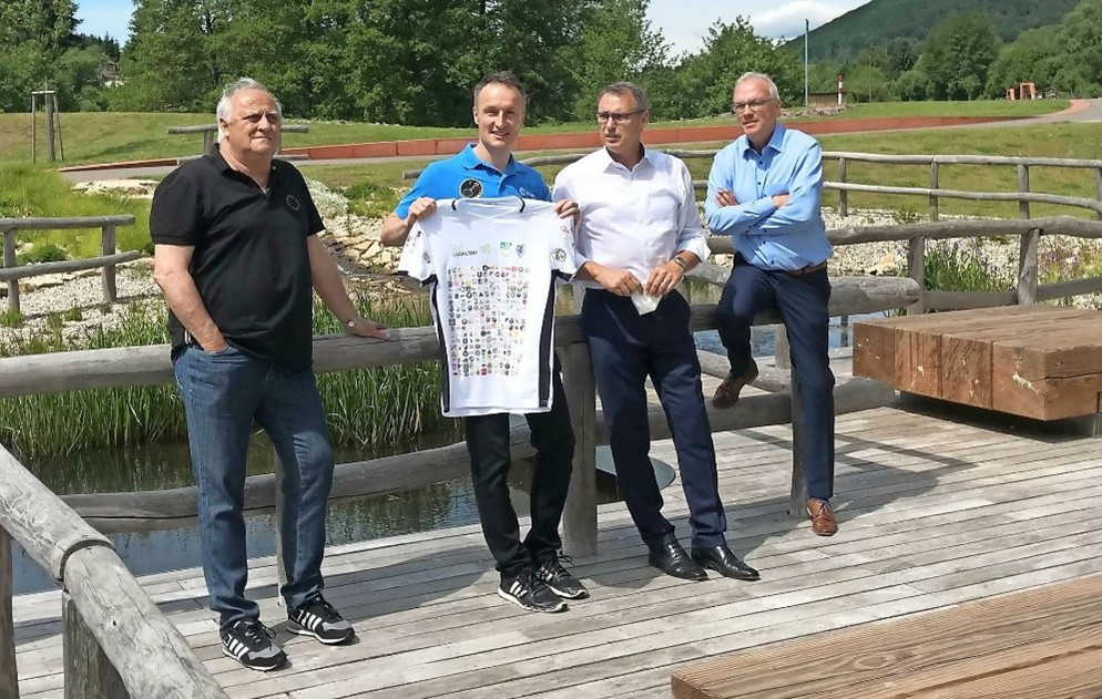 Bei der ISS-Raumfahrt des saarländischen Astronauten Matthias Maurer sind wir mit dabei, wenn auch nur mit unserem Vereinslogo. Dies ist auf seinem Saarland-Shirt verewigt.